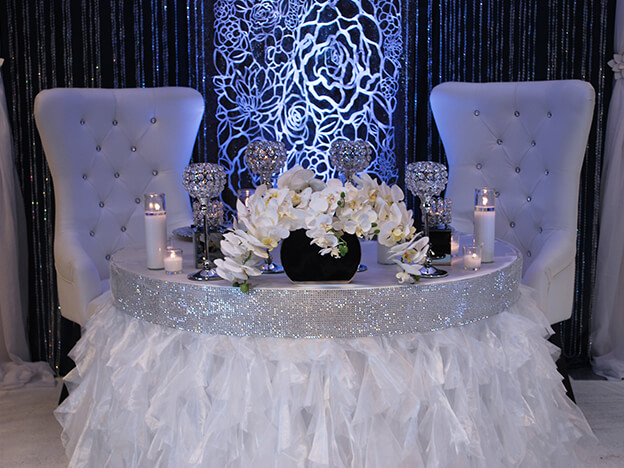 2. Modern Bride & Groom Table