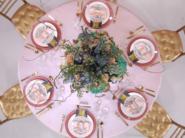 1. Video: Traditional Table Decor